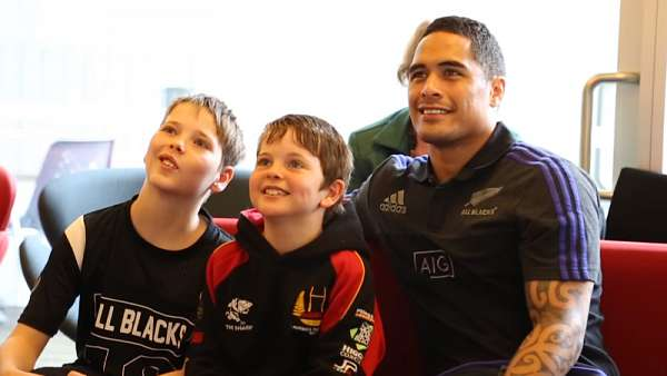 Los All Blacks visitaron el Hospital de Wellington
